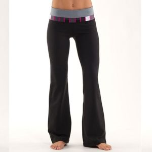 Lululemon Reversible Black Groove Pant Size 4